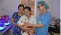 Sau 2 tháng điều trị, người mẹ hạnh phúc đón bé trai sinh non 27 tuần về nhà