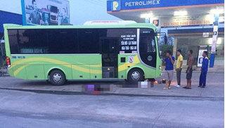 Ninh Bình: 2 vợ chồng nhập viện sau va chạm với xe khách