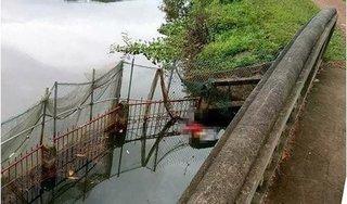 Tá hỏa phát hiện thi thể phụ nữ dưới ao nước ở Sóc Sơn