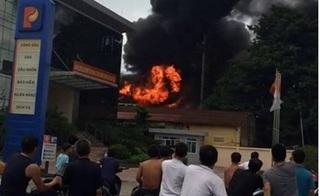 Bắc Ninh: Trạm biến áp phát nổ cháy đùng đùng bên cạnh cây xăng