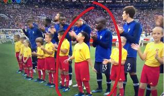 Cậu bé Việt Nam dắt tay tân vô địch ra sân trong trận chung kết World Cup