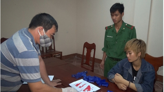 Bắt thiếu nữ 17 tuổi vận chuyển hơn 4.000 viên ma túy từ Lào về Việt Nam