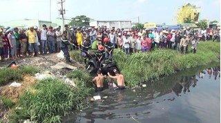 Cướp giật táo tợn đạp mẹ và con trai 3 tuổi rơi xuống kênh ở Sài Gòn