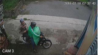 Cư dân mạng truy tìm thanh niên mặc áo GrabBike chở bạn đi trộm chó