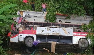 Cao Bằng: Xe khách mất lái rơi xuống vực, nhiều người thương vong