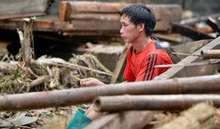 Hình ảnh đau thương mùa lũ: Cầu sập, nhà trôi, người chết, chỉ còn lại đống đổ nát hoang tàn