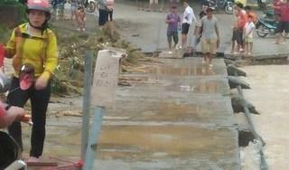 Lợi dụng mưa bão hỏng cầu, thanh niên bản lập 'BOT' thu 10 nghìn đồng/lượt