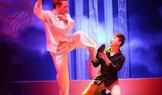 Long Nhật đưa cuộc đời của mình lên sân khấu