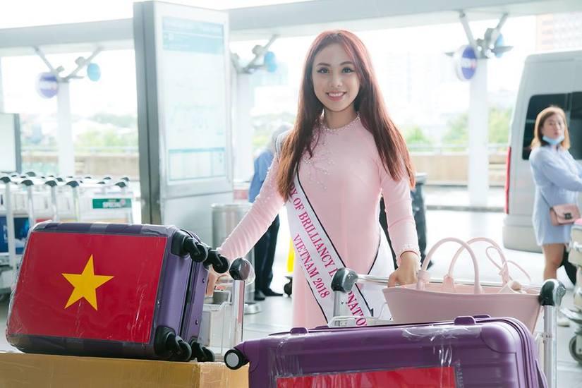 Miko Lan Trinh duyên dáng trong tà áo dài lên đường sang Đài Loan thi hoa hậu
