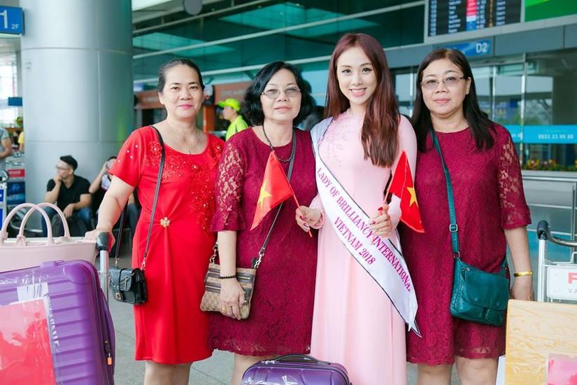 Miko Lan Trinh duyên dáng trong tà áo dài lên đường sang Đài Loan thi hoa hậu3