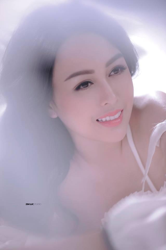 Võ Thanh Hiền khoe dáng nuột, eo thon và làn da láng mịn3