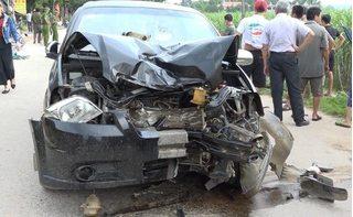 Xe máy đấu đầu ô tô, 2 vợ chồng thiệt mạng thương tâm