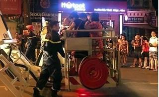 Hà Nội: Cháy nhà tại phố Trần Hưng Đạo, 5 người mắc kẹt thoát chết