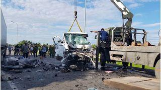Chùm ảnh hiện trường vụ tai nạn giữa xe rước dâu và xe container làm 13 người chết