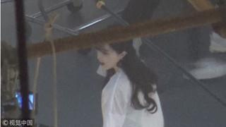 Mặc tin đồn bị bắt, Phạm Băng Băng vẫn xinh đẹp đi quay quảng cáo