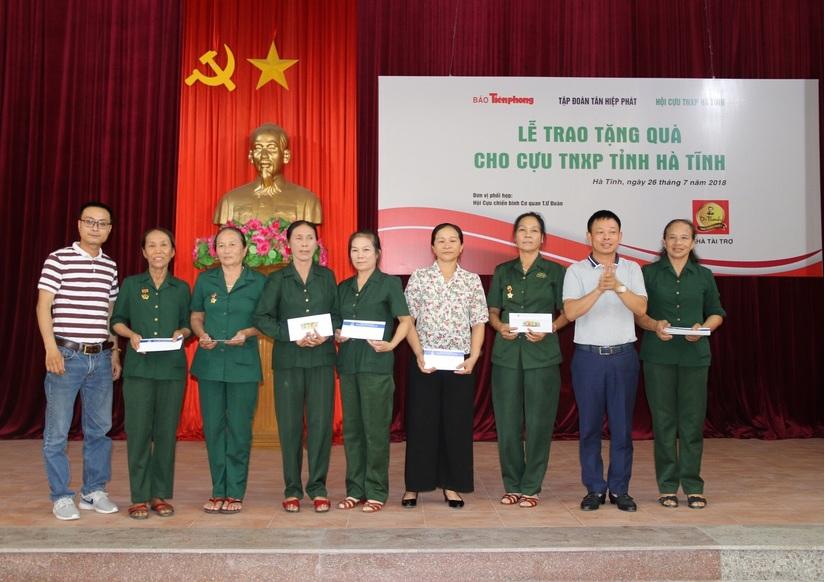 Tân Hiệp Phát trao học bổng cho học sinh khó khăn ở Tiền Giang2