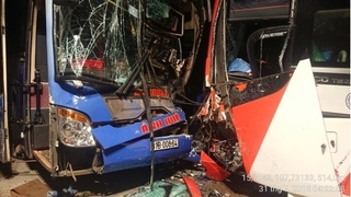 Quảng Nam: Tai nạn hai xe khách tông trực diện trên đèo Lò Xo