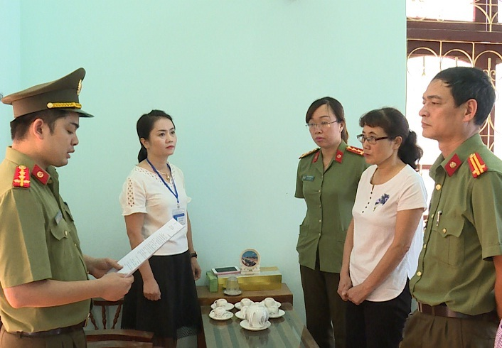 Chùm ảnh khám xét nơi ở, nơi làm việc của 5 cán bộ sở GD&ĐT Sơn La