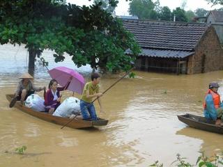 Thanh Hóa: Kỷ luật Chủ tịch xã 'vòi' 3 triệu mới làm thủ tục hỗ trợ lũ lụt