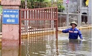 Vỡ đê ở Hà Nam, hàng trăm hộ dân khốn khổ vì rác thải và nước bẩn