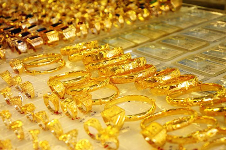 Giá vàng hôm nay 2/8: Tiếp tục trầm lắng chờ thông tin từ thị trường thế giới