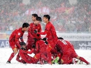 HLV U23 Uzbekistan ấn tượng với Hồng Duy và Quang Hải của U23 Việt Nam