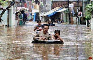 Clip: Toàn cảnh 10 ngày mưa lụt ở Chương Mỹ khiến người xem nhói lòng
