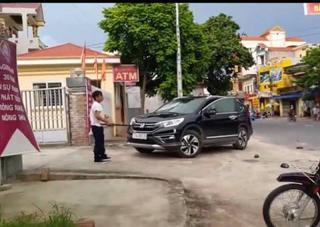 Thái Bình: Hé lộ lý do bảo vệ ngân hàng cầm kiếm đập phá ô tô của khách