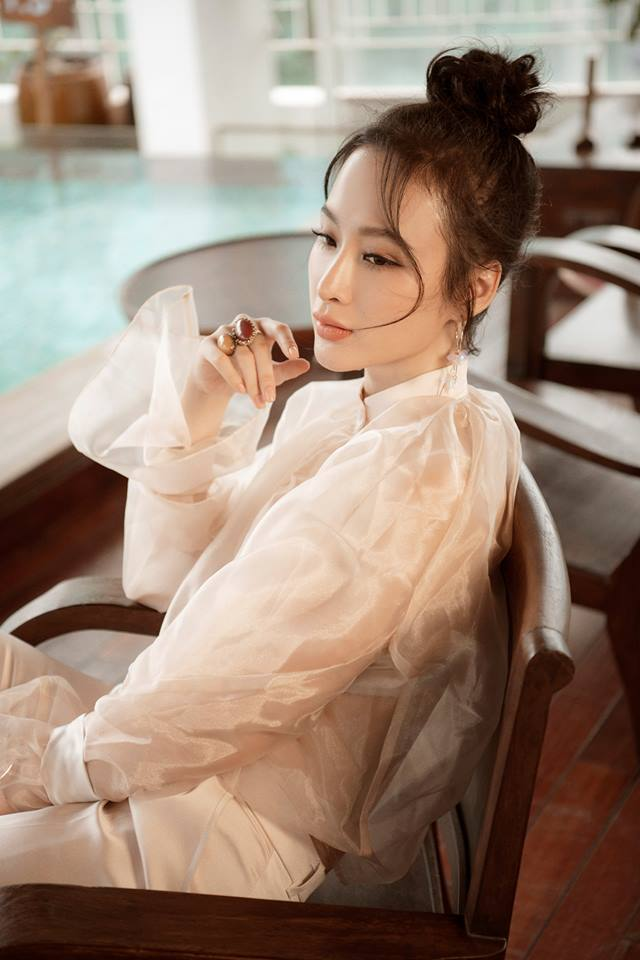 Angela Phương Trinh khoe đường cong cơ thể với áo xuyên thấu