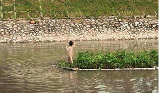 Cô gái khỏa thân nhảy múa giữa sông Tô Lịch đã được đưa về phường