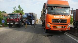 Tránh con bò qua đường, 3 xe tải tông liên hoàn vào nhau