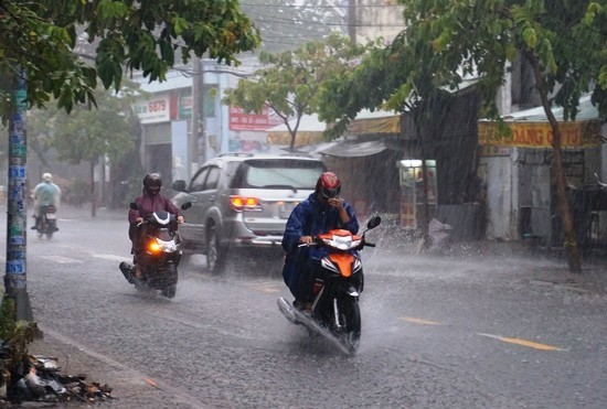 Thời tiết 8/8: Mưa dông tiếp diễn ở Nam bộ và Tây Nguyên
