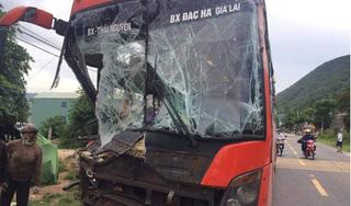 Tai nạn xe khách liên hoàn ở Quảng Nam, hàng chục người thót tim