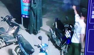 Trưởng Công an xã mang súng đi chơi, bắn 2 phát đe dọa người dân