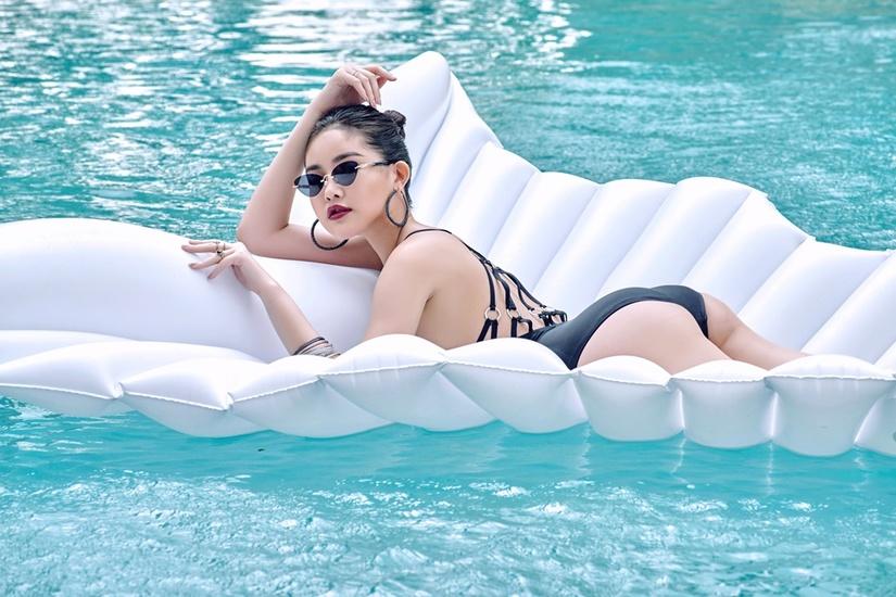 Lê Âu Ngân Anh mặc bikini khoe vòng eo 57cm