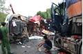 Hiện trường vụ container đấu đầu kinh hoàng khiến 2 tài xế tử vong ở Hà Tĩnh
