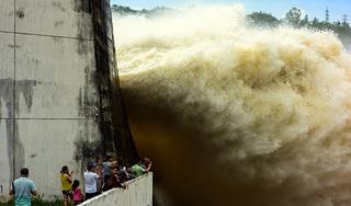Hòa Bình mở thêm cửa xả đáy, đe dọa lũ lụt ở Hà Nam, Nam Định, Thái Bình