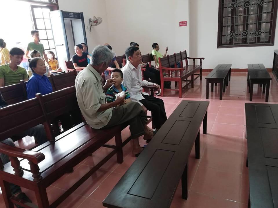 Gia đình lái xe Hoàng có mặt tại phiên tòa từ rất sớm