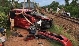 Cố băng qua đường ray, tài xế ô tô bị tàu tông tử vong
