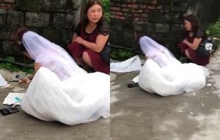 Clip: Cô dâu ngồi ngoài cổng bấm máy tính 'cộng sổ', mặc kệ hôn lễ sắp diễn ra