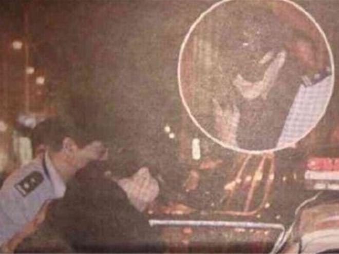 Sự thật ảnh Phạm Băng Băng bi cảnh sát đưa lên xe lại