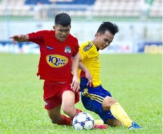 Bị đuổi 2 cầu thủ, U21 HAGL vẫn giành quyền dự vòng chung kết