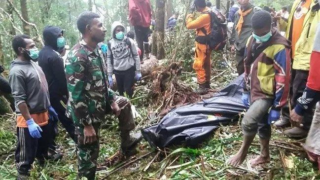 Rơi máy bay ở Indonesia, duy nhất 1 cậu bé sống sót