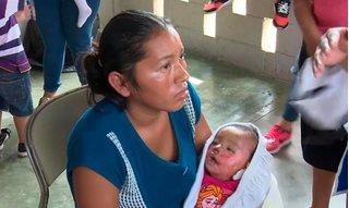 Bé gái 7 tháng tuổi sống lại trong tang lễ của chính mình
