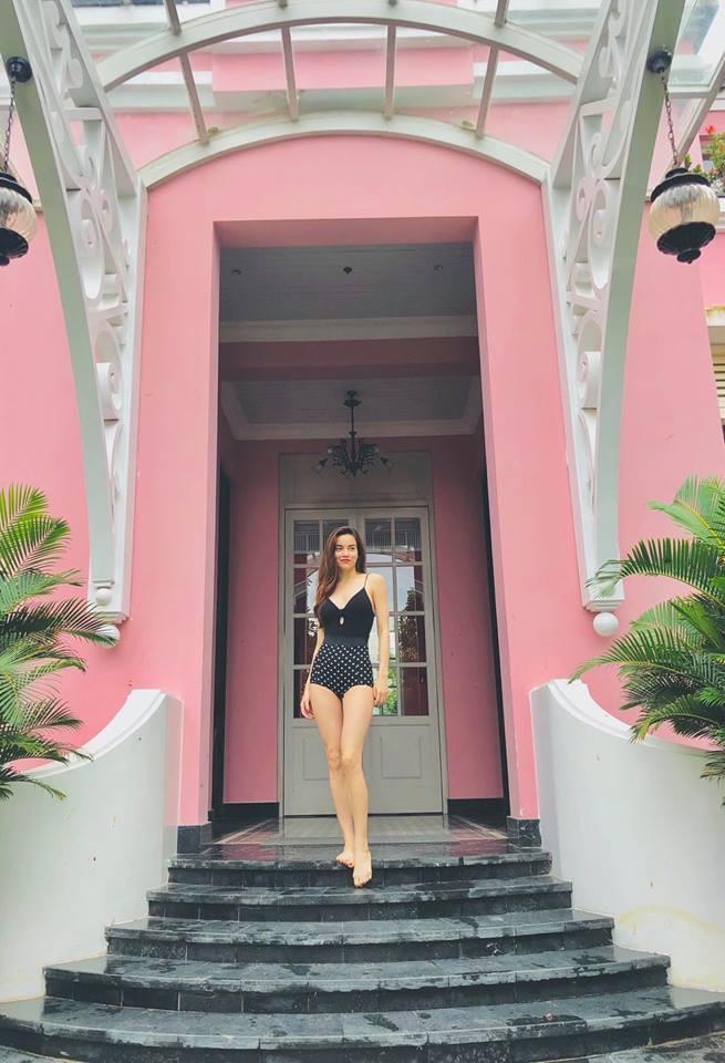 Mặc bikini, Hồ Ngọc Hà 'đốt cháy' mạng xã hội