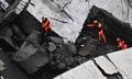 Hiện trường đổ nát trong thảm kịch sập cầu khiến hàng chục người chết ở Italy