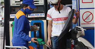 Giá xăng dầu hôm nay 15/8: Quay đầu chuyển biển tích cực