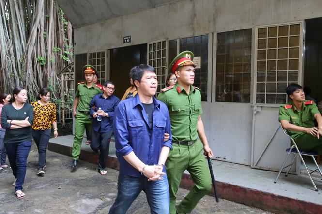 Hoãn xử vụ logo xe vua vì luật sư bận phúc cung vụ ông Phan Văn Vĩnh