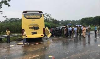Xe giường nằm mất lái trên cao tốc gây ra vụ tai nạn nghiêm trọng