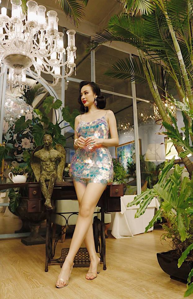 Angela Phương Trinh khoe chân dài miên man